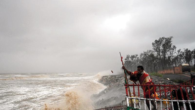 مناطق ساحلية شهدت رياحاً وصلت سرعتها إلى 155 كلم في الساعة وأمطاراً غزيرة.    أ.ف.ب