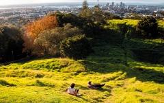 الصورة: نيوزيلنديون يعودون إلى وطنهم وسط مشكلات قديمة تنغّص حياتهم
