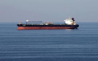 الصورة: النفط يلامس 70 دولاراً بدعم من توقعات زيادة الطلب وبيانات إيجابية