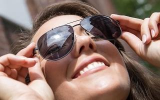 الصورة: #عزيزتي-حواء.. نصائح ذهبية لاختيار النظارة الشمسية