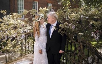 الصورة: أول صورة من حفل زواج بوريس جونسون السري
