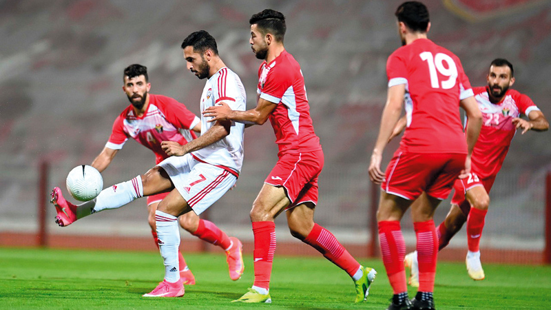 علي مبخوت خلال المباراة الودية مع منتخب الأردن.   من المصدر