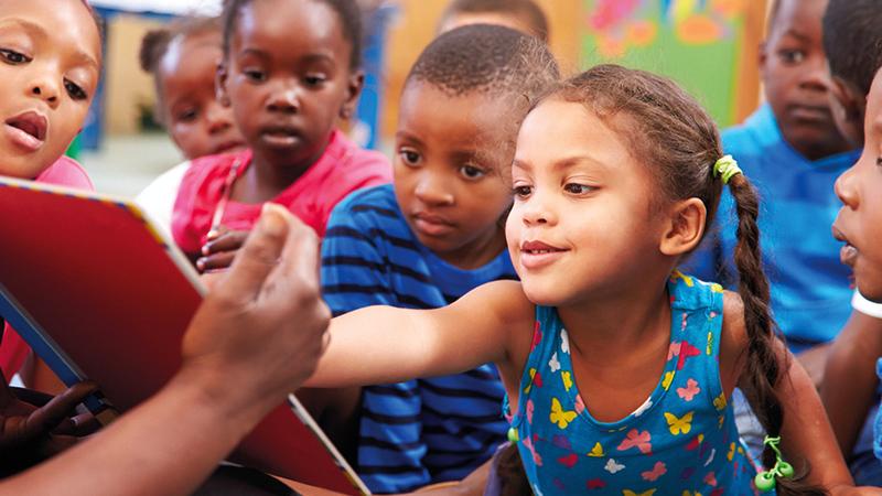 200 ألف دولار أميركي لأفضل الأفكار الهادفة لإتاحة الكتب لشرائح أكبر من الأفارقة.   من المصدر
