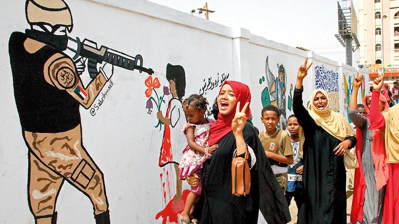 المرأة السودانية عانت الكثير إبان حكم عمر البشير.   أرشيفية