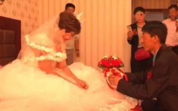 الصورة: الصدفة تقود زوجاً لمشاهدة فيديو لحفل زفاف زوجته على رجل آخر على وسائل التواصل الاجتماعي
