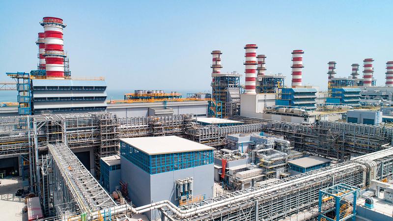 العدد الإجمالي لمحطات النقل جهد (132/400) كيلوفولت في دبي وصل إلى 24 محطة.   من المصدر