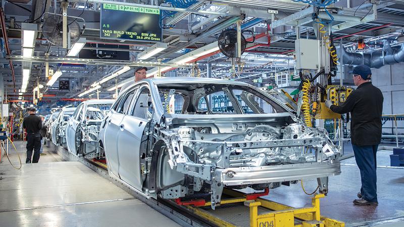 السيارات الفاخرة ستكون من ضمن الأقل تأثراً بالأزمة مع قلة حجم الإنتاج مقارنة بالفئات الأخرى.   غيتي