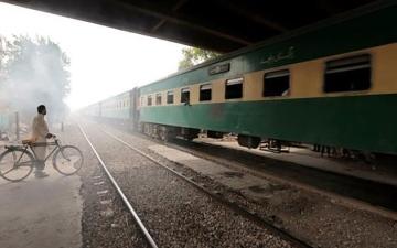 الصورة: مقتل 33 شخصاً على الأقل جراء اصطدام قطارين جنوبي باكستان
