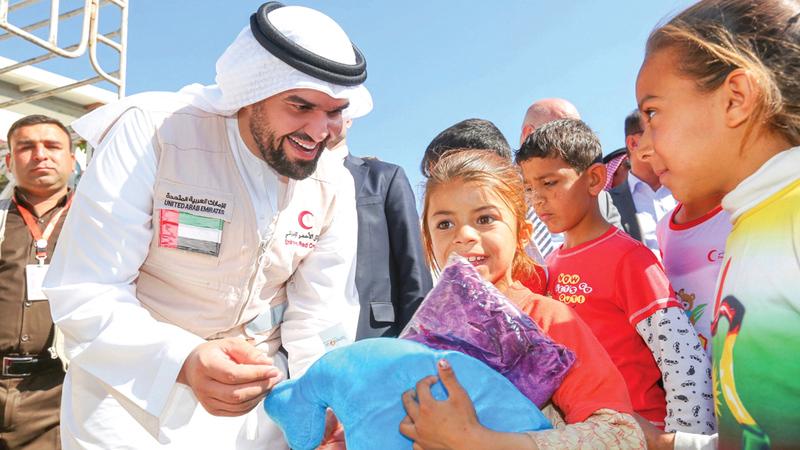 حسين الجسمي حاصل على لقب «السفير المفوض فوق العادة» للعمل الإنساني.   من المصدر