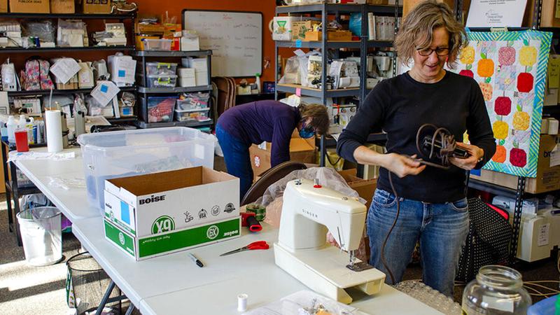 مؤسسة مشروع «ماكينة خياطة» مارغريت جانكوفسكي.  من المصدر