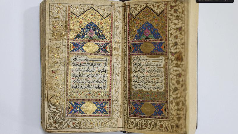 المصاحف الفريدة كتبت على الرق والورق المصقول والورق الأسمر بخطوط متنوعة.   وام
