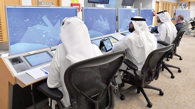 مركز الشيخ زايد للملاحة الجوية يتعامل مع أكثر من 1300 رحلة طيران يومياً.   تصوير: نجيب محمد