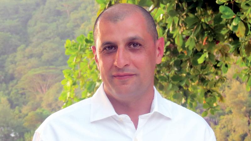 أحمد عمر: «جل ما نحتاجه في شباب الأهلي حالياً رفع حساسية المباريات، وتحقيق أكبر قدر من التجانس».