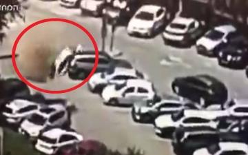 الصورة: بالفيديو.. لحظة ابتلاع الأرض سيارة في القدس