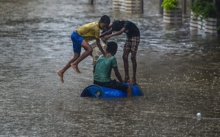 الصورة: بالصور.. الأمطار تغرق أحياء في الهند