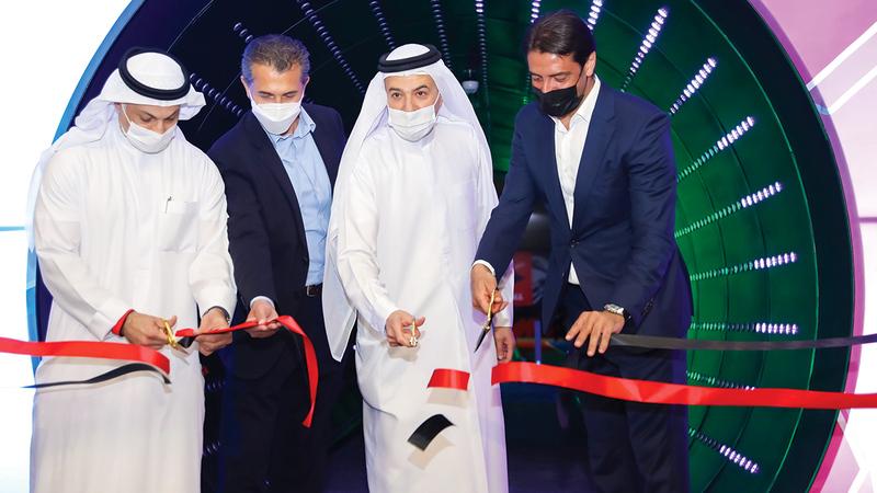 روي كوستا خلال افتتاح مجمع «فوت لاب» بحضور آل رحمة.  من المصدر