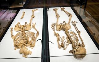 الصورة: هيكلان عظميان يجتمعان بعد فراق 1000 عام