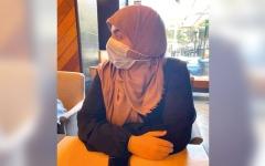 الصورة: «فتاة العباءة» تثير معركة حول حق المقاهي في مصر بفرض «ملابس الدخول»