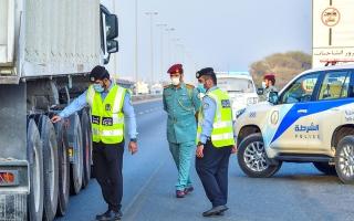 حملة توعية لفحص سلامة إطارات المركبات في الذيد