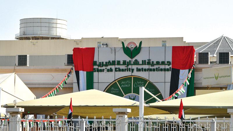 الجمعية قدَّمت دعمها الخيري لأكثر من 100 طالب علم.   الإمارات اليوم