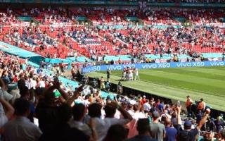"""الصورة: مشجع إنجليزي في """"حالة خطيرة"""" بعد سقوطه من دور علوي في ملعب ويمبلي"""