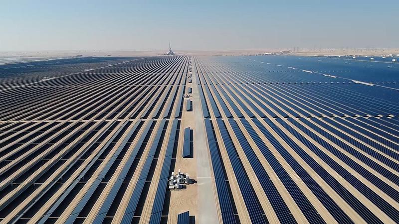 مجمع محمد بن راشد آل مكتوم للطاقة الشمسية يُعد أحد أبرز المشروعات التي تنفذها «الهيئة» لتعزيز الاستدامة.   من المصدر