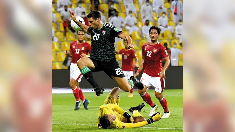 تيغالي سجل هدفه الأول مع المنتخب في شباك إندونيسيا.   تصوير: أسامة أبوغانم