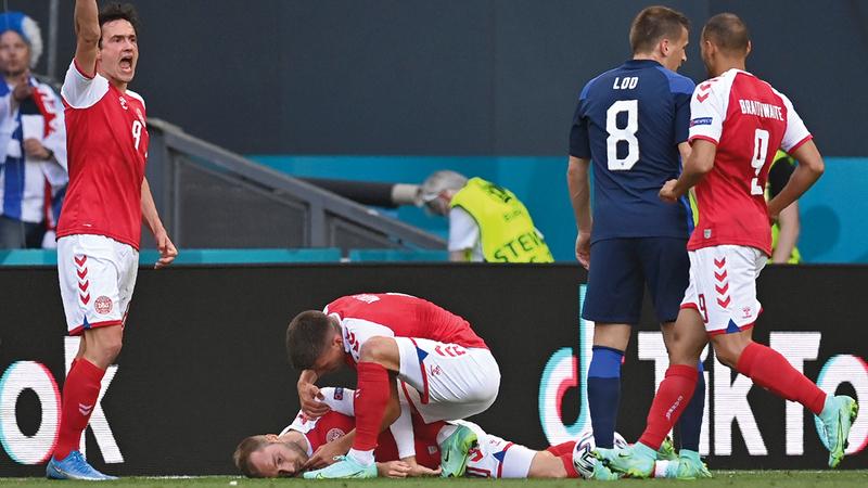 إريكسن سقط بسكتة قلبية أثناء مباراة في بطولة أوروبا لكرة القدم.   أرشيفية