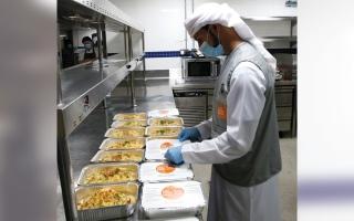 الصورة: شراكة بين «100 مليون وجبة» و«الإمارات للطعام» لتوزيع 10 ملايين وجبة