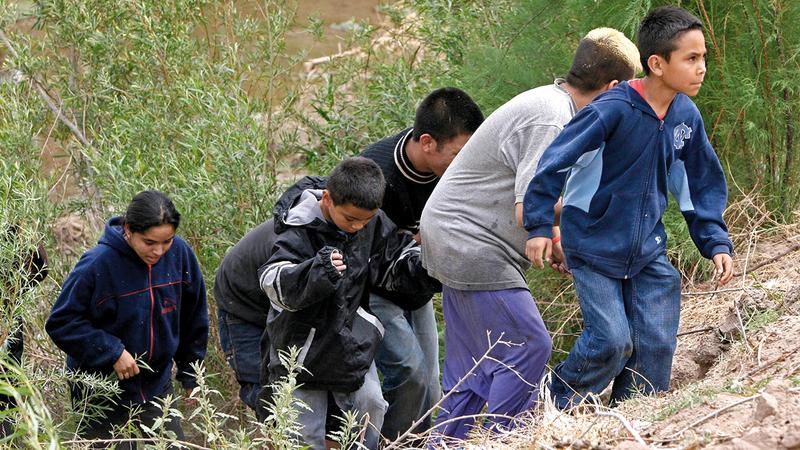 أطفال يخاطرون بأنفسهم من أجل الوصول إلى الولايات المتحدة.   أرشيفية