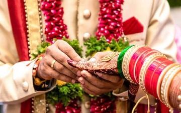 الصورة: العريس أخفى ديانته بتواطؤ مع العروس.. زواج ينتهي في مركز الشرطة