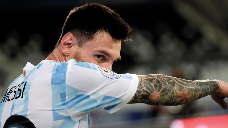 ميسي حزين لتعادل الأرجنتين مع تشيلي.   إي.بي.إيه