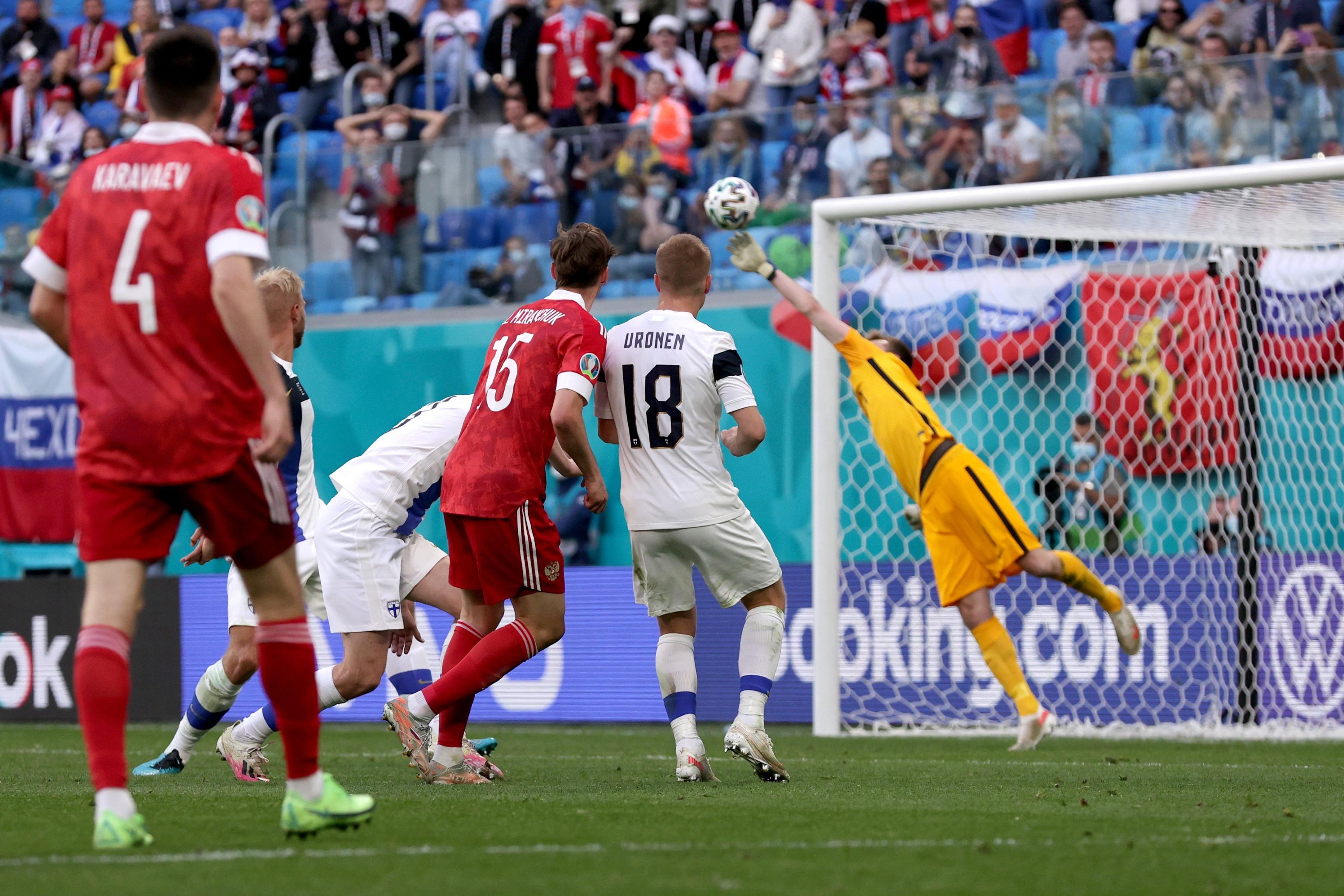 صورة كأس أوروبا.. الدب الروسي يجهز على الفنلندي – رياضة – عربية ودولية