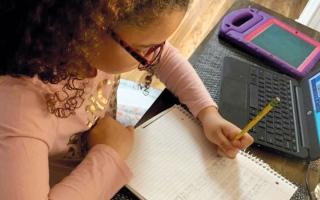 الصورة: مدارس خاصة تمدّد زمن الامتحانات 60 دقيقة