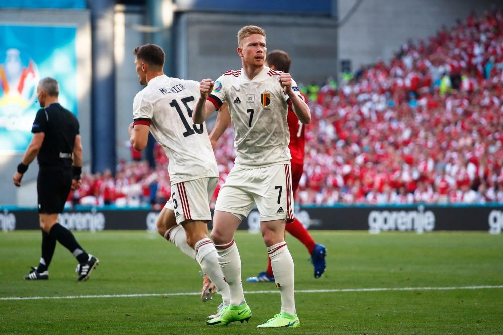 صورة دي بروين يقود بلجيكا إلى ثمن النهائي.. ويحرم الدانمارك من الفرحة الأولى – رياضة – عربية ودولية