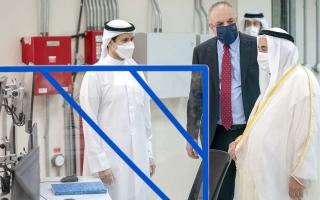 الصورة: حاكم الشارقة يتفقّد مشروع إنتاج الكهرباء في محطة الحمرية