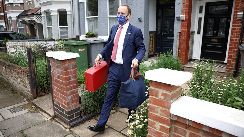 لجنة برلمانية برأت مات هانكوك من مزاعم الكذب على رئيس  الوزراء.  رويترز