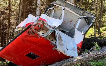 """الصورة: بالفيديو.. اللحظات الأولى لكارثة سقوط """"التلفريك"""" الإيطالي"""