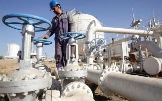 الصورة: النفط يهبط بفعل قوة الدولار واحتمال زيادة أسعار «الفائدة»