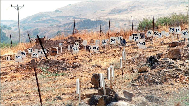 «مقابر الأرقام» تحتجز جثامين الشهداء في مناطق نائية.  الإمارات اليوم