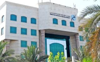 الصورة: ميكروسكوب.. «الإمارات للتعليم» تربط تقارير طلبة الـ 12 بتسليم الـ «لاب توب»