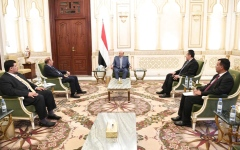 الصورة: الرئيس اليمني يؤكد أهمية توحيد الجهود بين مؤسسات الدولة وسلطاتها المختلفة