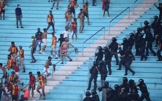 الصورة: بالصور.. شغب الجماهير يؤجل انطلاق قمة الأهلي والترجي