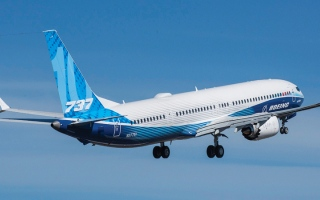 الصورة: أكبر طائرة في سلسلة «737 ماكس» تبدأ برنامج اختبار شامل