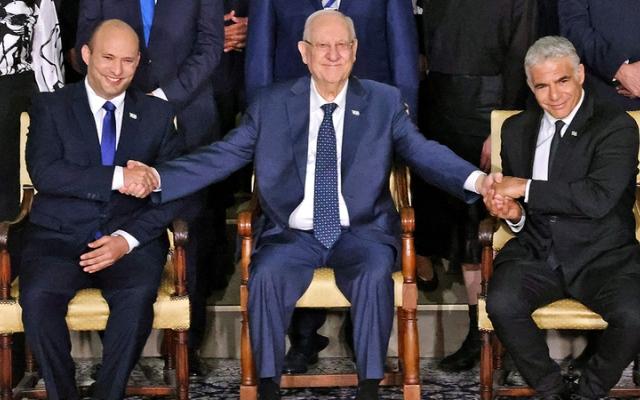 الصورة: إسرائيل تتقاسم «حكومة الرأسين» مجدداً