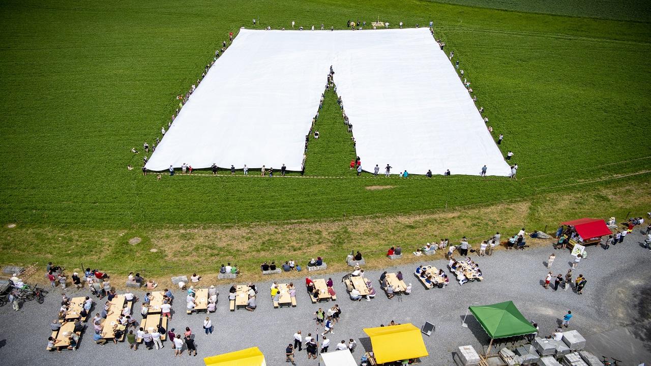 السروال الضخم معروض فى بلدة بيرومونستر بسويسرا. إي.بي.أيه