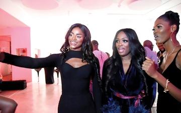 الصورة: نيجيريا ترفد عروض الأزياء العالمية بـ «لآلئ الجمال الإفريقي»