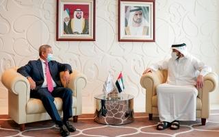 الصورة: أحمد بن محمد يستقبل نائب رئيس اللجنة الأولمبية الدولية