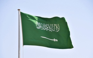 الصورة: السعودية تصوّت اليوم على قرار يسمح بفتح المحلات وقت الصلاة