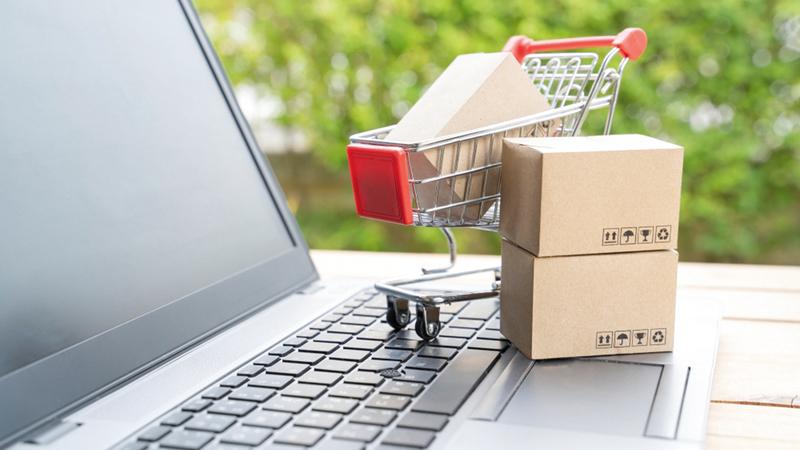 العروض المطروحة عبر منصات التجارة الإلكترونية شملت آلاف السلع والمنتجات.   أرشيفية